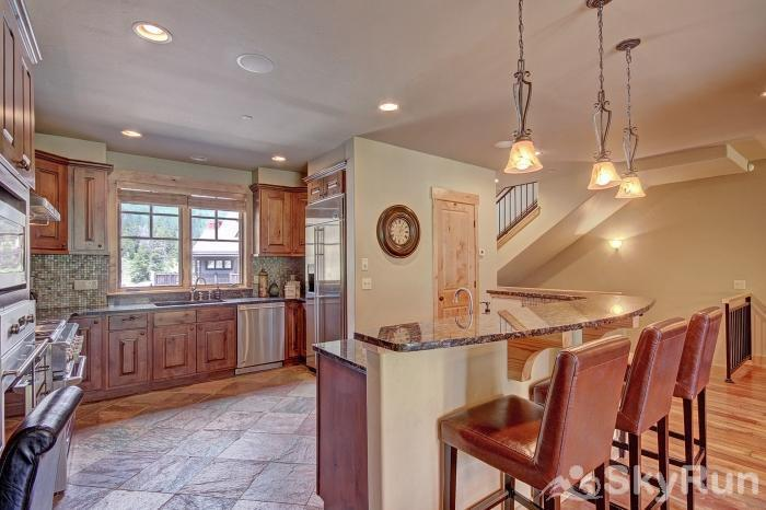 39C Union Creek Townhomes West Breakfast Bar